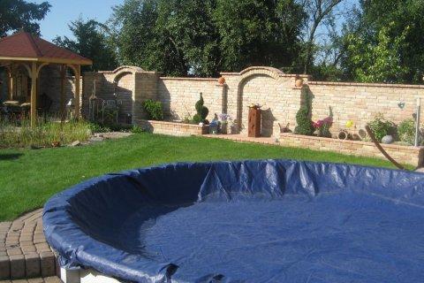 Prächtige Mauer - Garten - Wasser - Stein