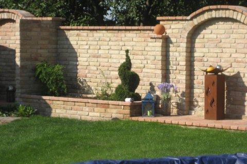 Mediterrane Mauer Im Garten.