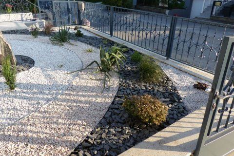Referenz Klösel Kies-Vorgarten