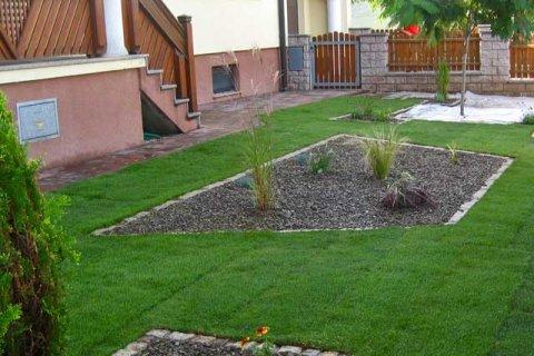 Referenz Rickl Granitbeete-Vorgarten