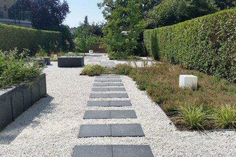 moderner kiesgarten garten wasser stein