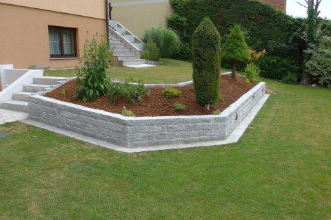 Referenz Grün Gartenmauer
