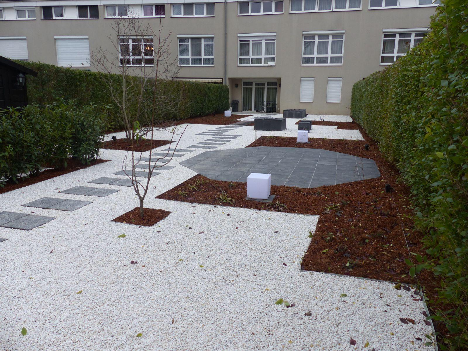 Moderner kiesgarten garten wasser stein for Moderner kiesgarten
