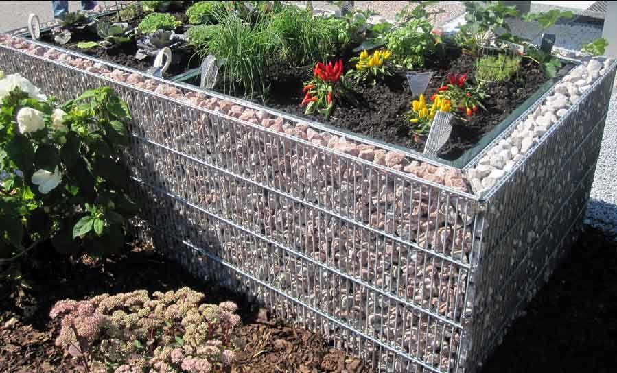 hochbeete und pflanzgefaesse garten wasser stein